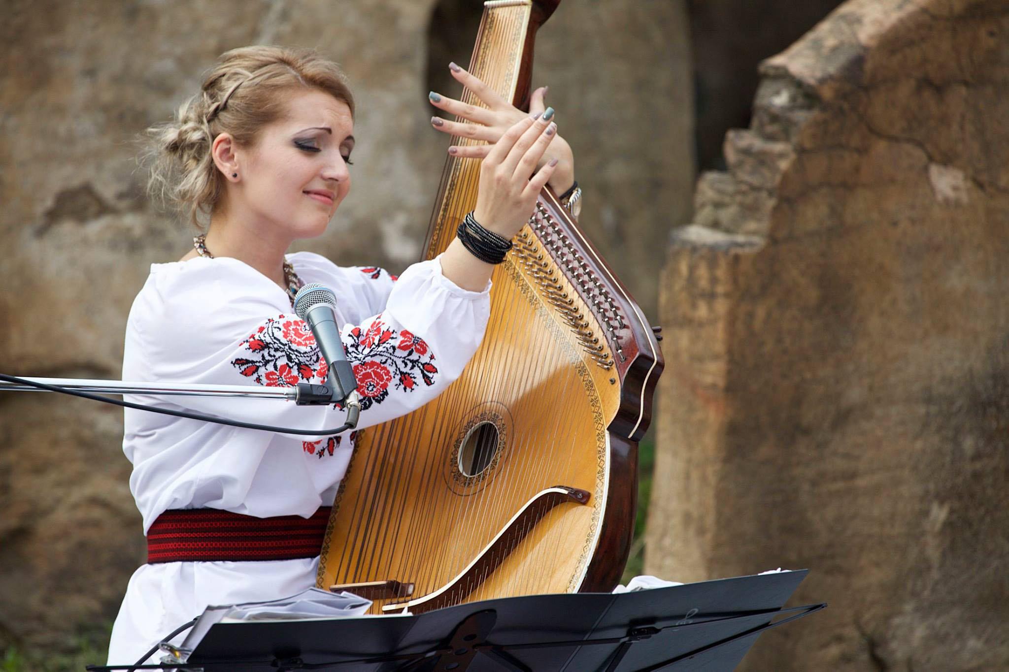 Kateryna(カテリーナ)ウクライナの歌姫・バンドゥーラ&歌